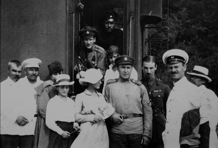 Steveni (third from right) outside his private carriage, No. 2013, next to Admiral Kolchak and his mistress,  Mme Timireva. From the Steveni family records.