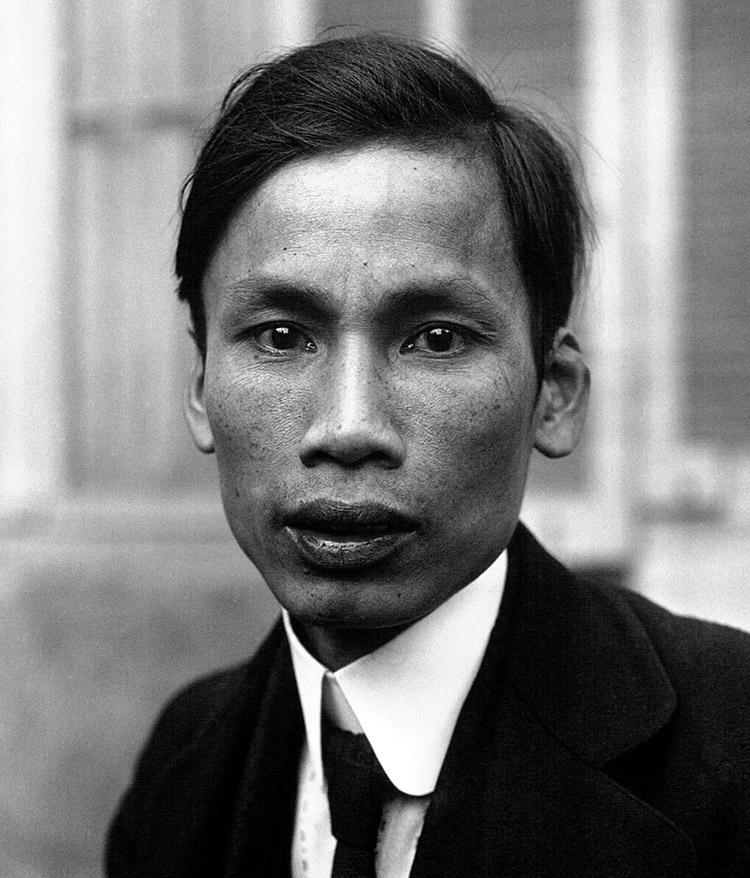 阮爱国(胡志明),1921年。