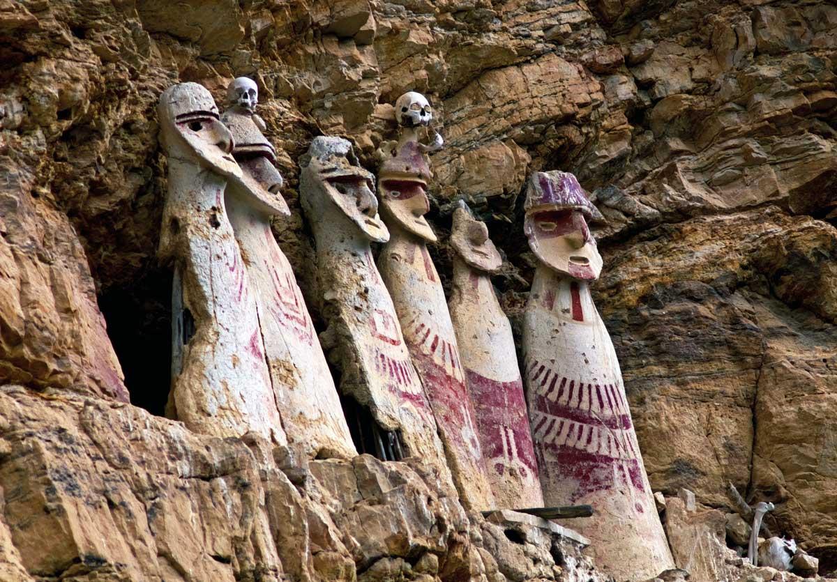 Chachapoya sarcophagi, Peru. Alamy.