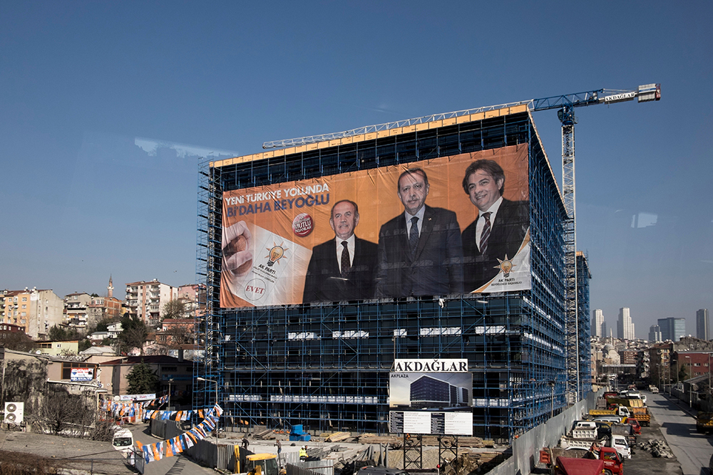 Elections banner on a building site in Istanbul, March 2014. (Konstantinos Tsakalidis)