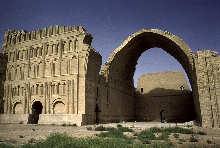 Ruins of the palace of Ctesiphon, capital of the Sasanians, with the Arch of Khusrow, sixth century. (Gerard Degeorge/akg-images)