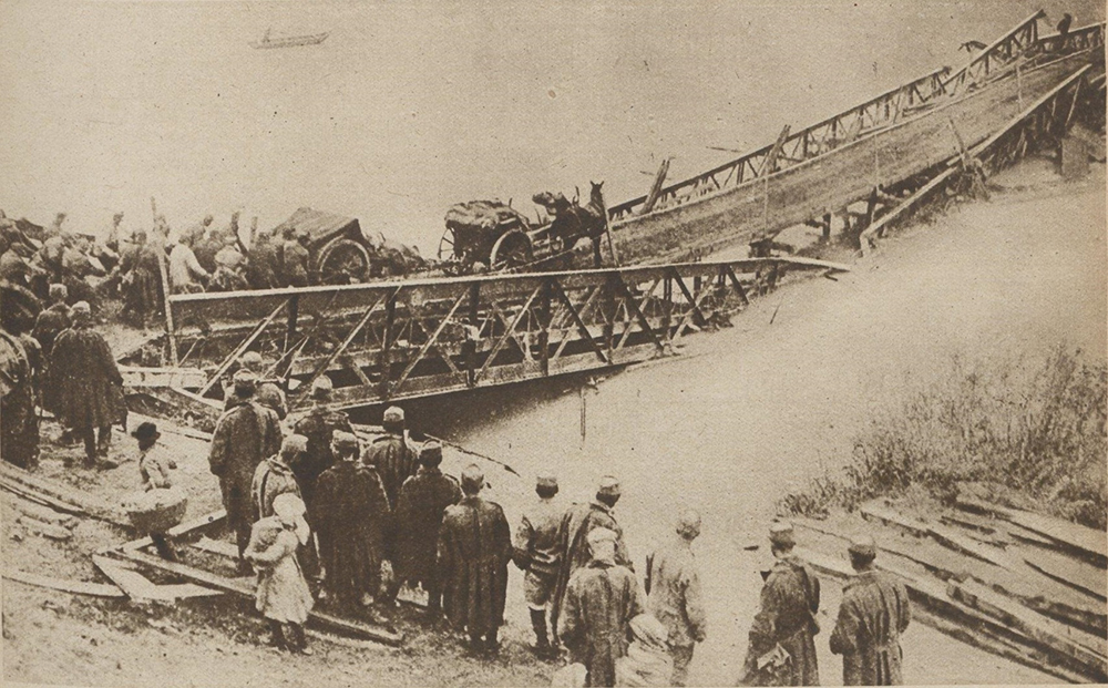 Austrian troops crossing the River Tagliamento on a partially destroyed bridge, Le Miroir, 13 January 1918.