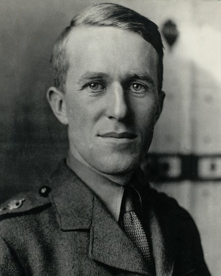 British Army photo of T.E. Lawrence in 1915