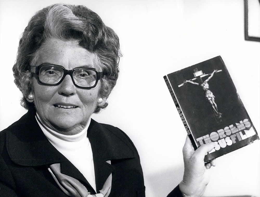 Mary Whitehouse delivers the script of The Sex Life of Christ to the Home Secretary, 5 October 1976.