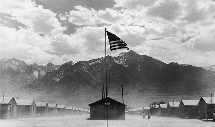 Japanese internment camp in Manzanar, California, July 1942. ©  Getty Images