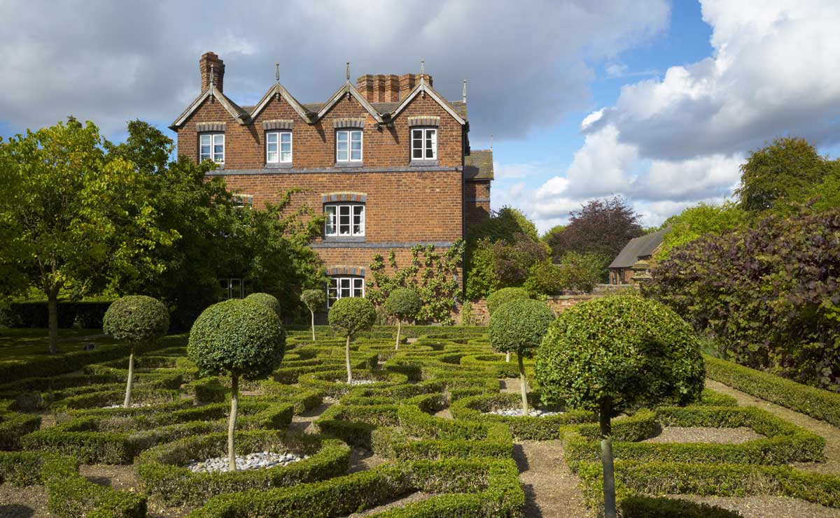 Moseley Old Hall and its knot garden, Staffordshire. Alamy.