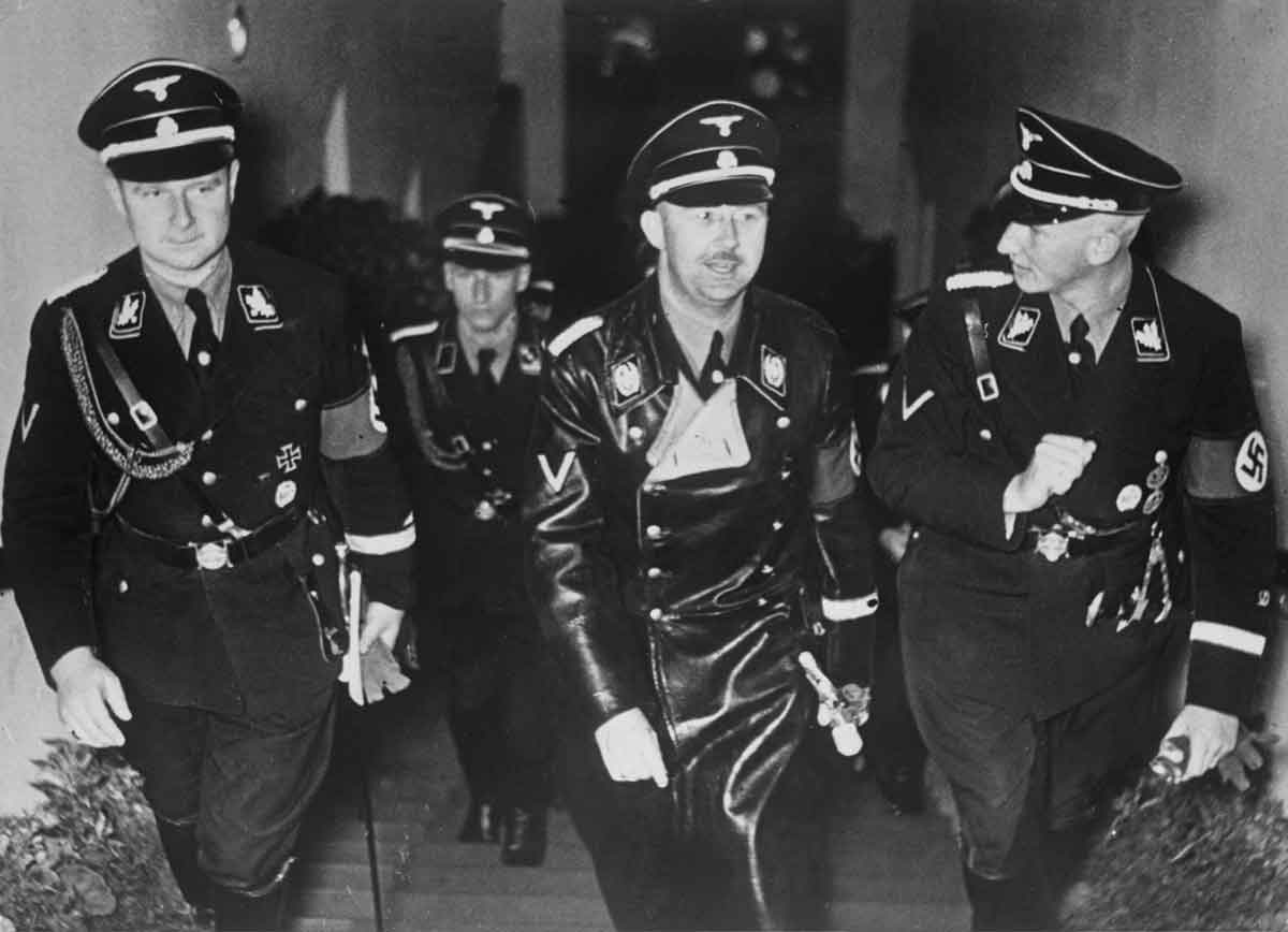 Karl Wolff, Heinrich Himmler and Reinhard Heydrich attend the premiere of the film Verräter (Traitor), Nuremberg, 1936 © akg-images