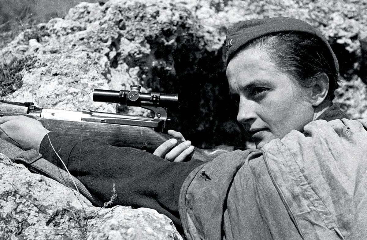 Promotional photo of Lyudmila Pavlichenko 'defending Sevastopol', 6 June 1942 © Ozersky/AFP/Getty Images