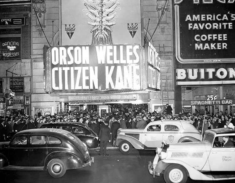 Unveiling a  masterpiece: the opening night of Citizen Kane, New York City, 1941.