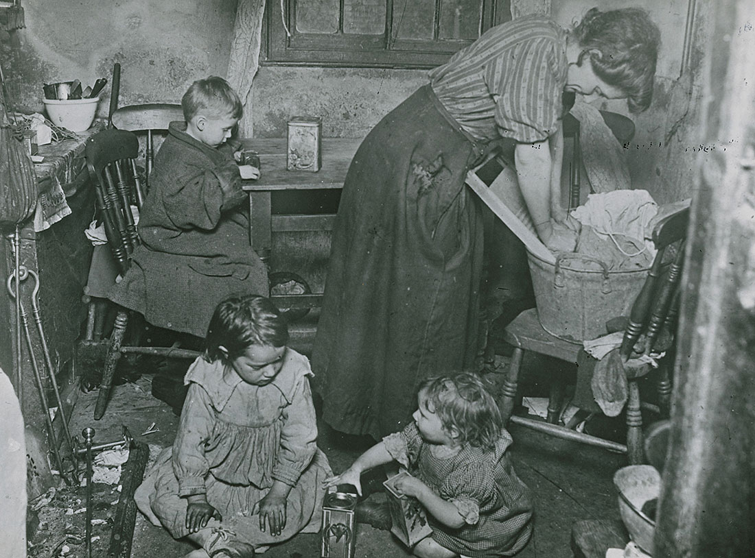 A great hardship: mother and children, London, early  20th century.