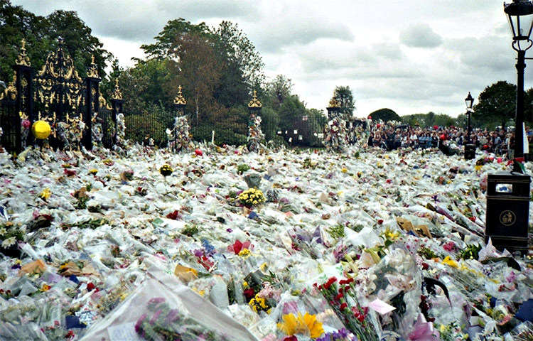 Flowers outside Kensington Palace for Princess Diana's Funeral.  Photo by Maxwell Hamilton. Licensed under CC BY 2.0 via Commons