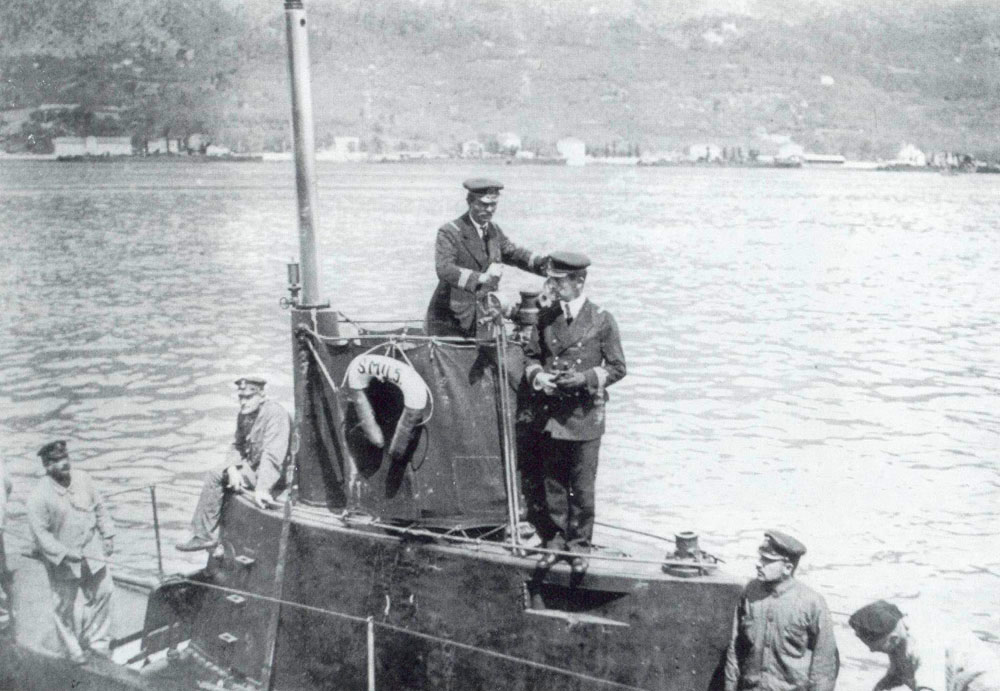 Lieutenant Georg Ludwig von Trapp on the bridge of U-5.