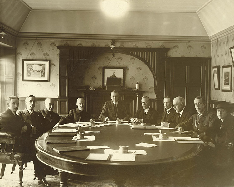 Local tribunal in the town clerk's office, Tenant Street, Derby, c.1916-18.