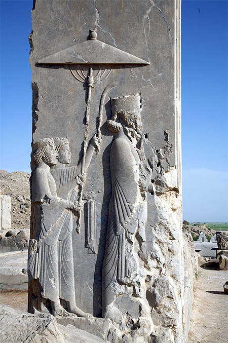 Rock relief of Xerxes being accompanied by two servants, Persepolis, Iran by Nick Taylor. Licensed under CC BY 2.0 via Wikimedia Commons.