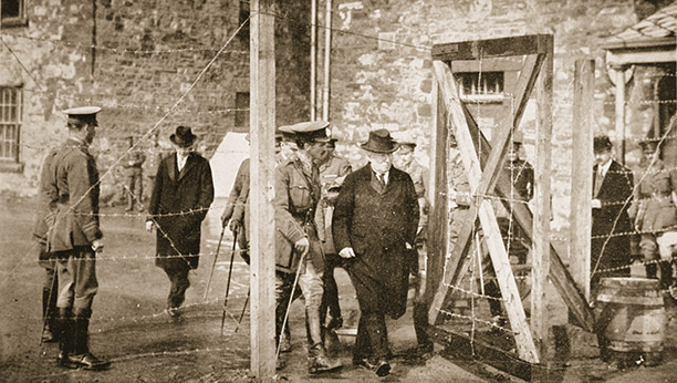 Asquith leaves Richmond Barracks, Dublin, May 1916. Bridgeman/Stapleton collection