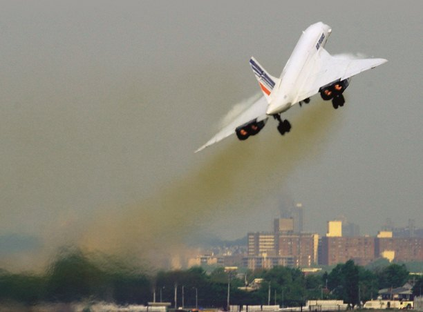 Concorde leaves JFK Airport, New York for Paris on its last commercial flight, May 2003. Getty Images/AFP