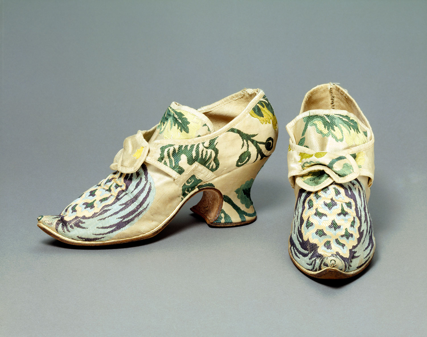 Pair of indoor shoes made with brocaded silk and leather, Spitalfields, c.1735.