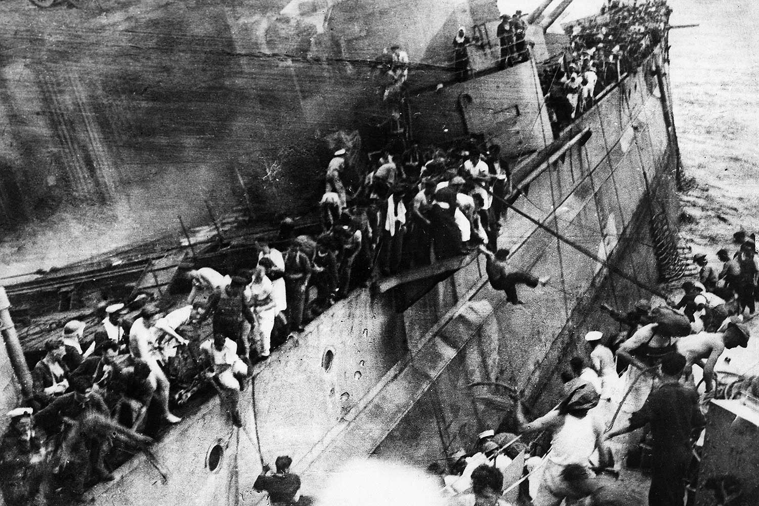 Sailors abandon HMS Prince of Wales and attempt to board the destroyer HMS Express 10 December 1941. © Ullstein Bild/Getty Images.