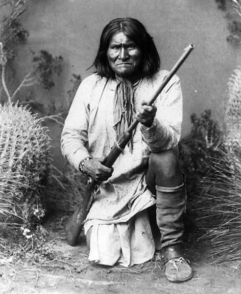 Geronimo (Goyaałé), a Bedonkohe Apache; kneeling with rifle, 1887