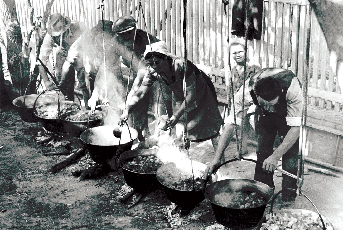 Preparing goulash during the Hungarian grape harvest, 1945.