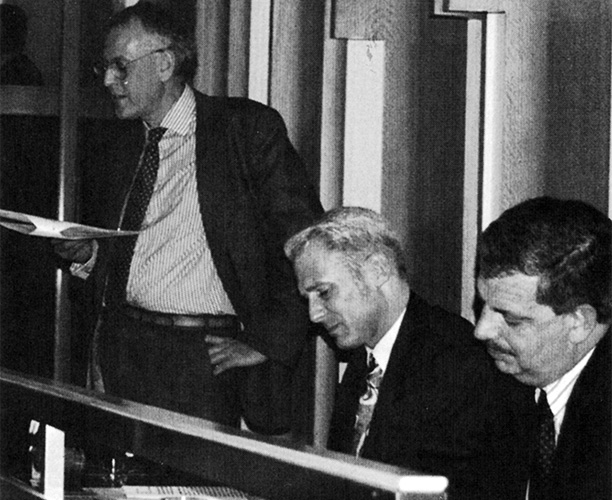 (Left to right) Peter Hennessy delivering his 1994 lecture, with then editor of History Today, Gordon Marsden, and Andrew MacLennan of Longman in attendance.