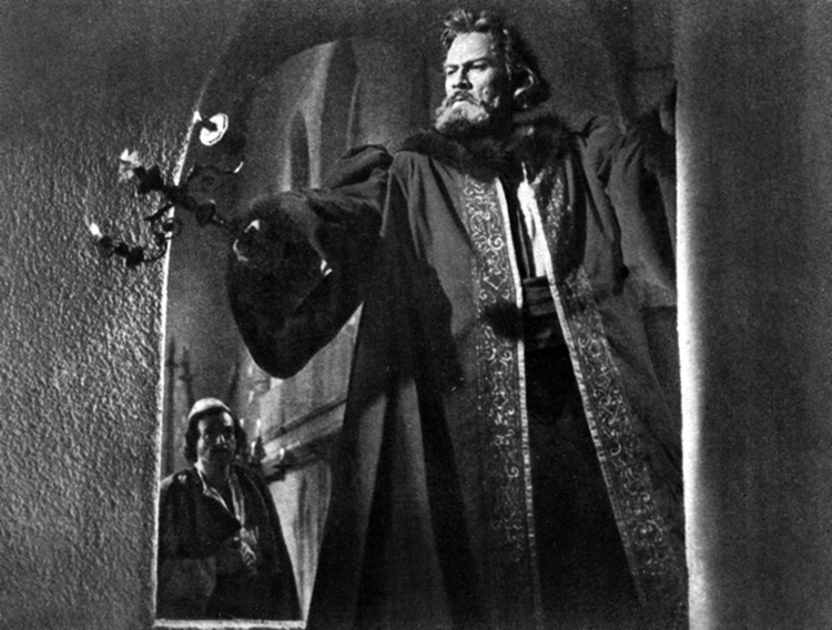 Still from The Great Warrior Skanderberg, 1953. Directed by Sergei Yutkevich. Written by Mikhail Papava. Cinematography: Yevgeni Andrikanis
