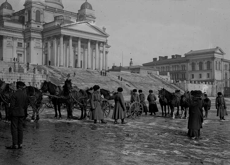 Russian soldiers on Helsinki Senate Square, c.1900, Gustaf Sandberg. Courtesy The Society of Swedish Literature in Finland.