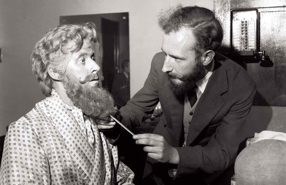 Bernard Braden (left) wearing a large false beard (red) at the Cambridge Theatre,  4 October 1954 © Getty Images
