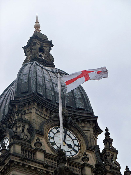 St George's flag flying on Leeds Town Hall (2009). Photo by Michael Taylor, published under Creative Commons 3.0 Licence.