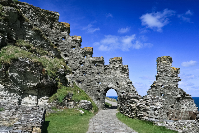 Tintagel Castle, Cornwall by @Sage_Solar