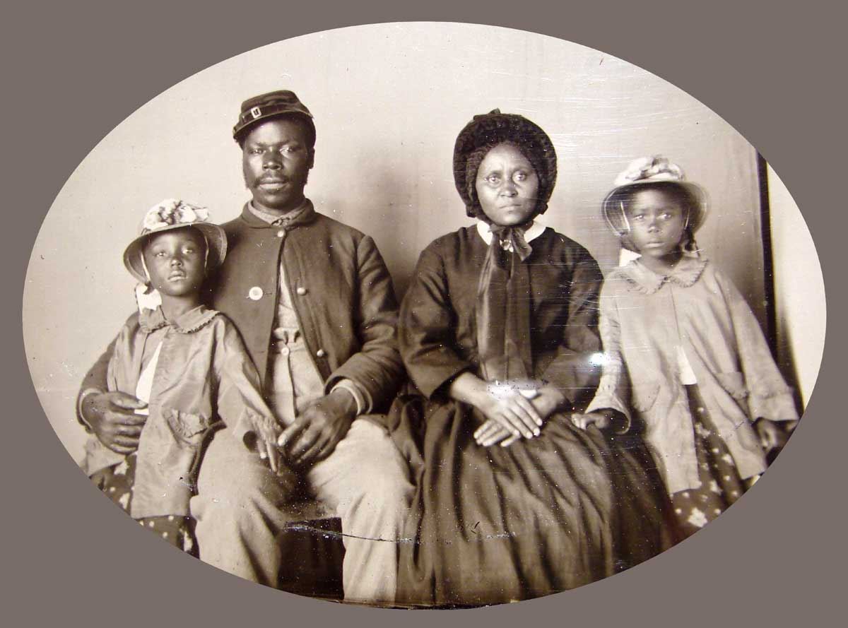 A Union soldier with his family, c.1863-65.