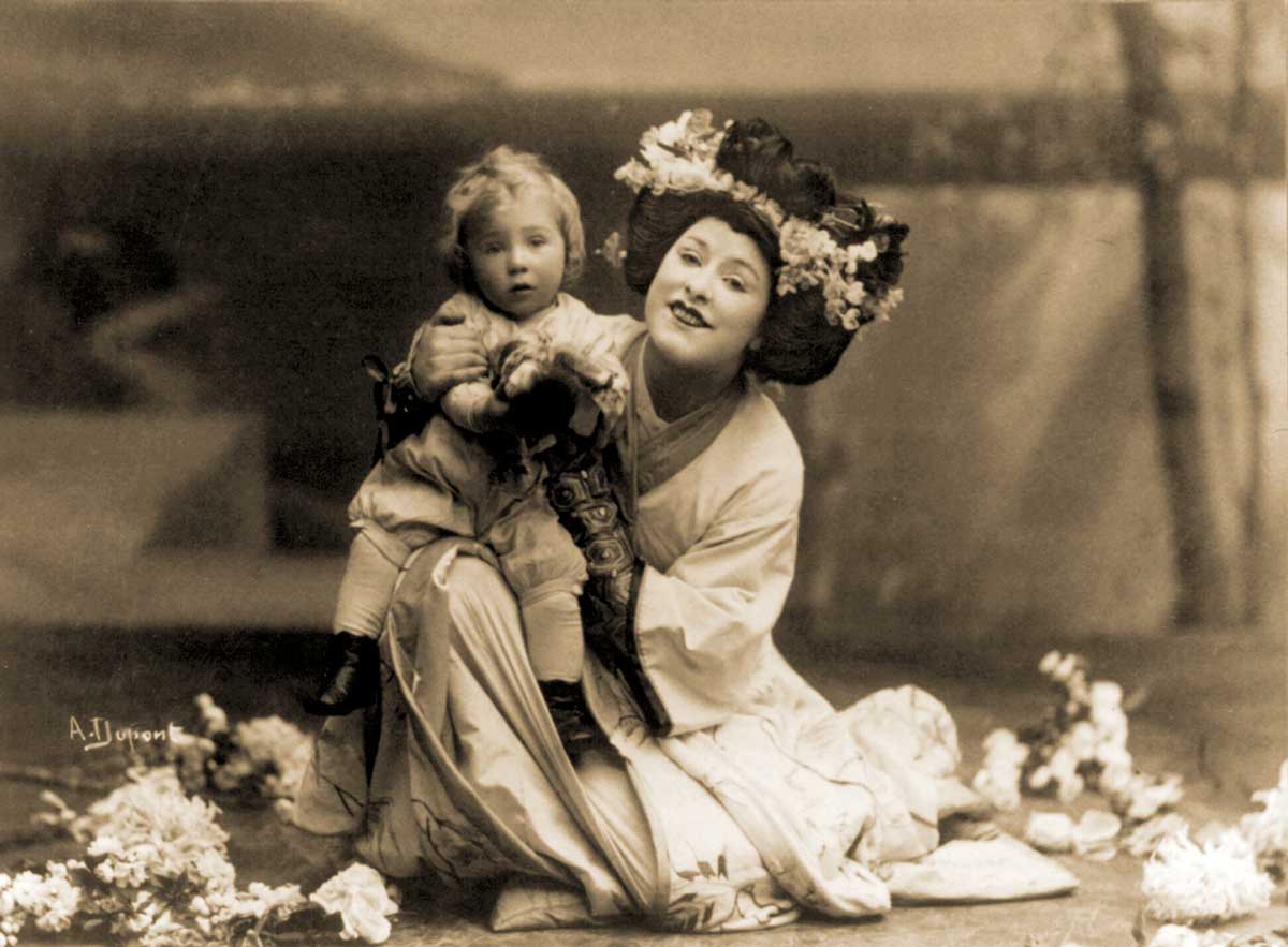American soprano Geraldine Farrar  and child, in Madam  Butterfly, 1908.
