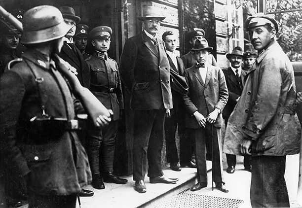 Karl Mayr in uniform seen to the left of Minister of Defence Gustav Norske at the entrance to Munich's Hotel Continental, August 1919. AKG Images