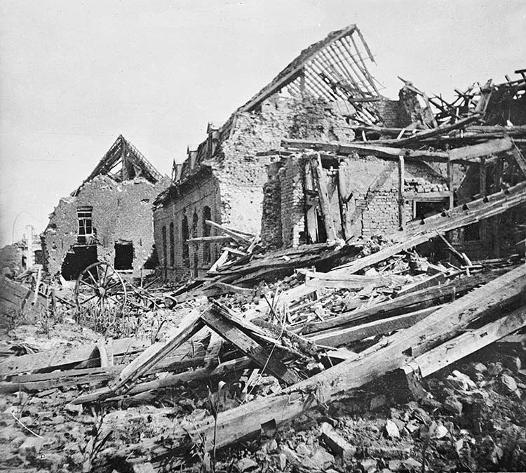 Damage at Neuve Chapelle following its capture, 1915. (Imperial War Museum)