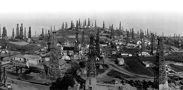 Forest of fuel: Long Beach oil field, California, 1923