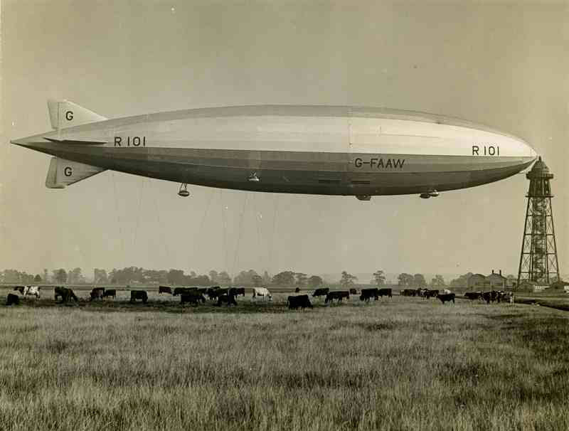 R101 at the mooring mast at Cardington