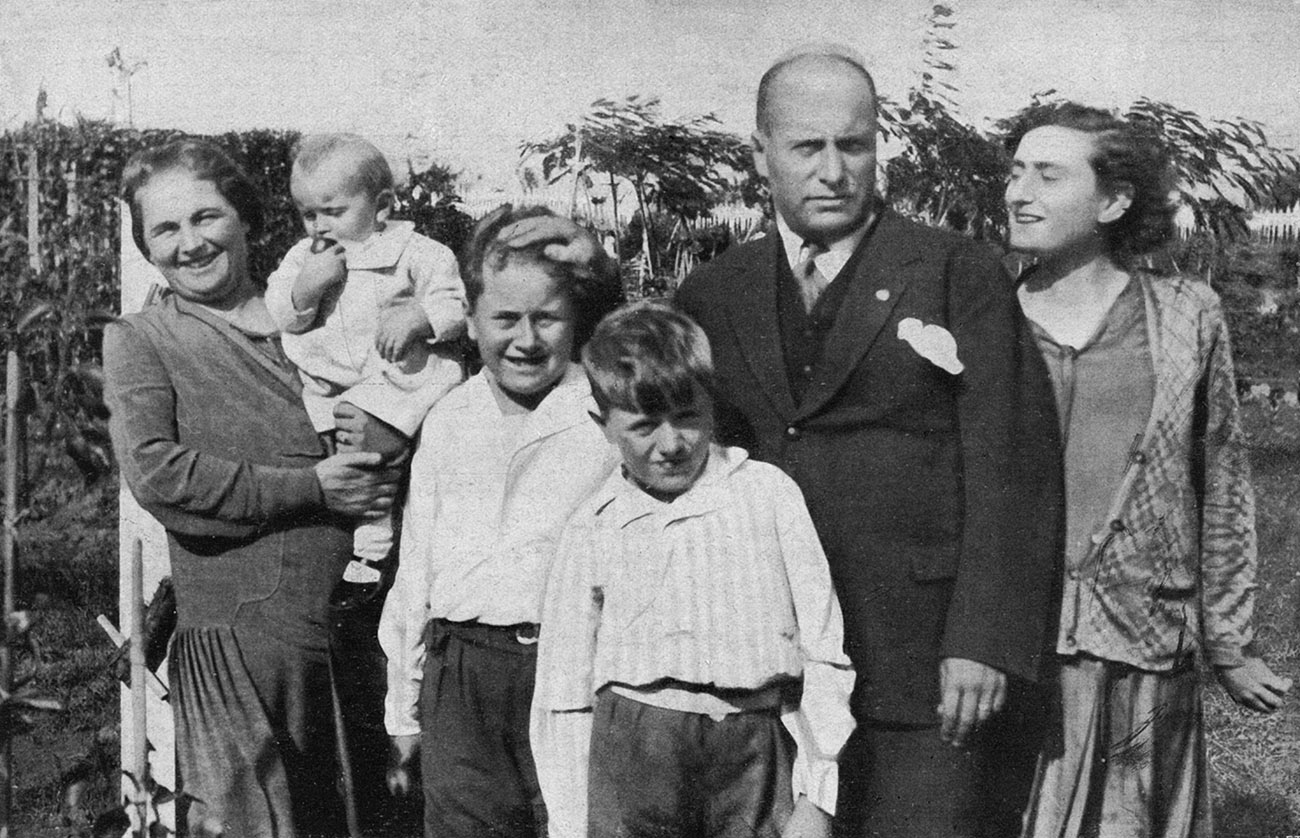 Mussolini in the company of his legitimate family, 1929.