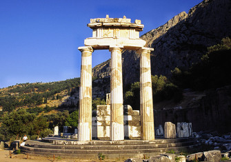The Temple of Athena at Delphi. © akg-images