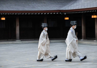 Shinto priests at Meiji Shrine, Tokyo, 1 January 2021 © Carl Court/Getty Images.