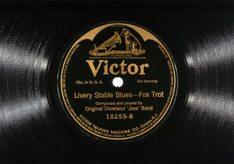 The shellac recording of the Original Dixieland Jazz Band's 'Livery Stable Blues', 1917.  Granger/Alamy