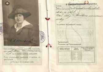 Marie Schmolka's identity card.