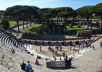 'Panoramica Teatro di Ostia' by Livioandronico2013 - Own work. Licensed under CC BY-SA 3.0 via Wikimedia Commons.