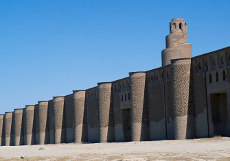 The walls and minaret of the Abu Dulaf mosque, Samarra, Iraq, ninth century.