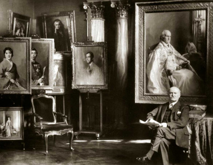 De László in his London studio, 1937.