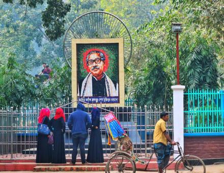 Bangabandhu Sheikh Mujibur Rahman mural at Cumilla Pourosova Park, Dharmasagar, Cumilla. Image: Wiki Commons/Shahidul Hasan Roman.