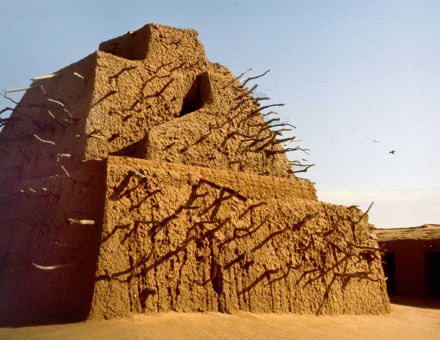 the tomb of Emperor Askia Toure at Gao, Mali. Alamy.