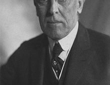 220px-Thomas_Woodrow_Wilson,_Harris_&_Ewing_bw_photo_portrait,_1919.jpg