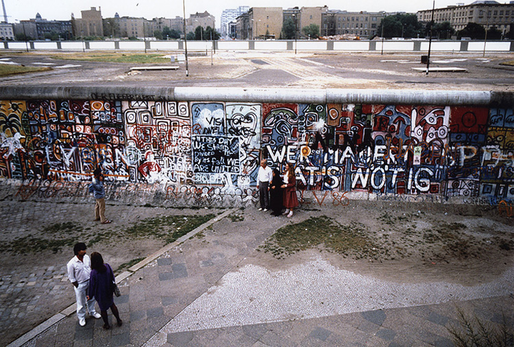 Tourists look at the Berlin Wall from a platform near Potsdamer Platz in 1986. Photo by Nancy Wong.