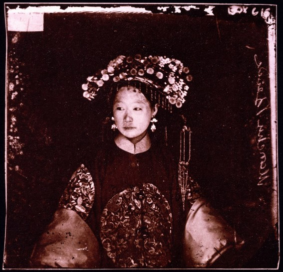 Manchu bride, Peking, Penchilie province, China. One of the photographs taken by the great Scottish traveller, geographer and photographer John Thomson (1837-1921) in China, Indo-China, Cyprus and Great Britain.